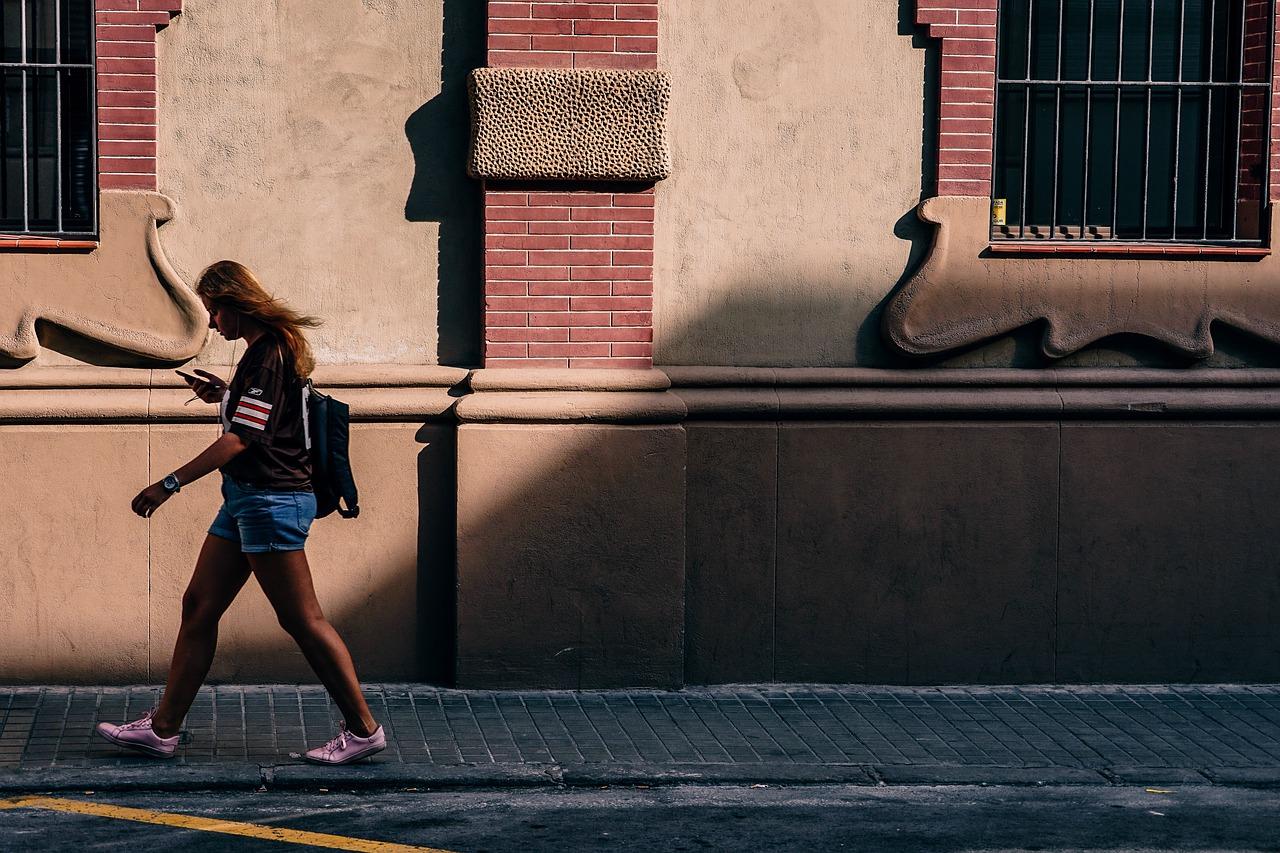 Google ti avviserà di smettere se stai camminando mentre guardi lo schermo del cellulare